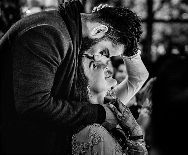 virat anushka upload romantic pics on his marriage anniversary