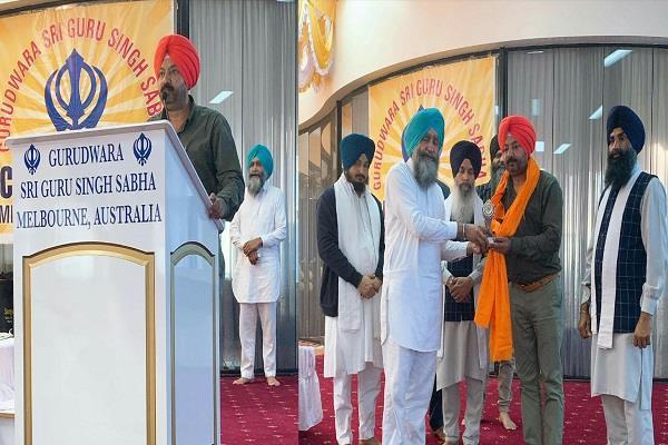 harvinder wahpuri honored by gurdwara kriegibran