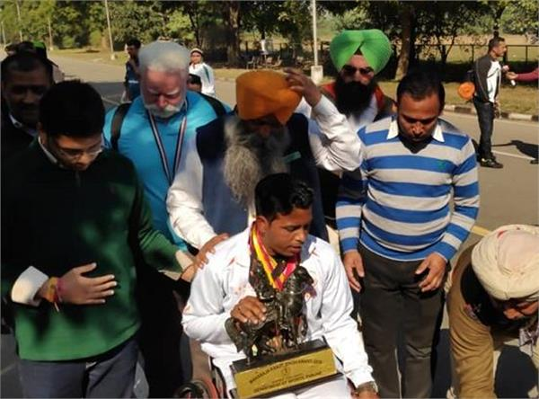 punjab para olympic athletes rallies in front of chandigarh cm s residence