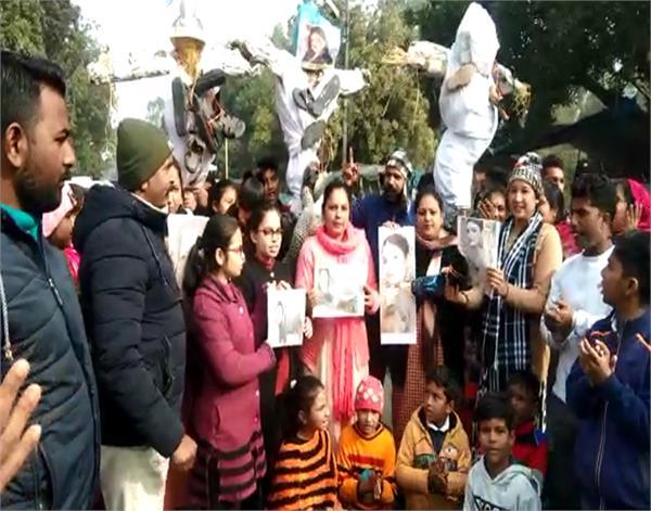 raveena tandon  bharti singh  farah khan  christian community  demonstration