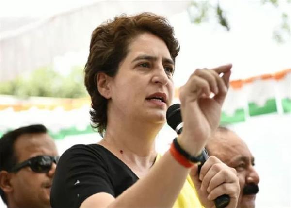 priyanka chopra  s slogan replaces priyanka gandhi at congress rally