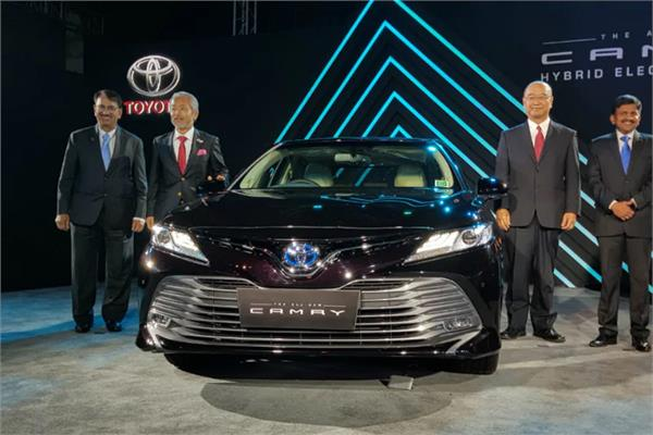 new car 2019 toyota camry hybrid launched in india