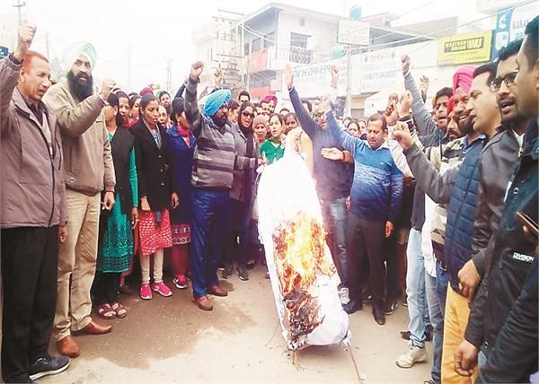 patiala  mansa  lathi charge  captain government
