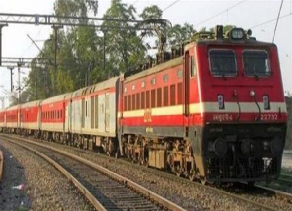 city railway station  banaras special train