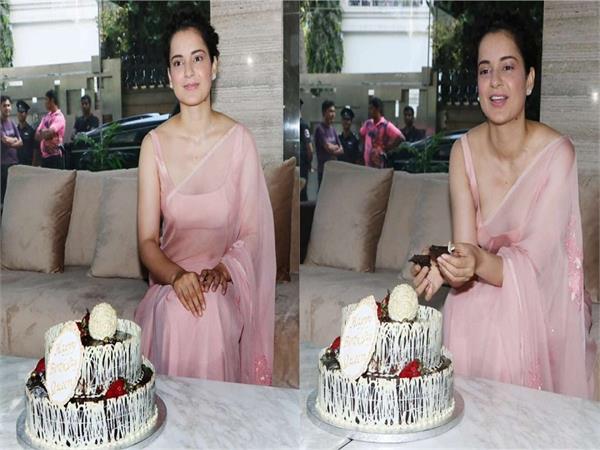 kangana ranaut cuts her birthday cake