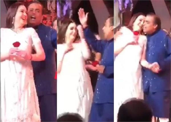 mukesh ambani dances with wife nita ambani