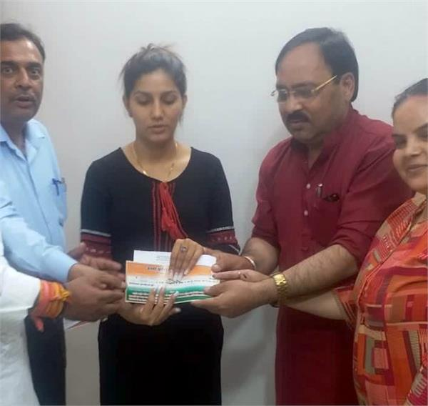 haryanvi singer dancer sapna chaudhary joins congress