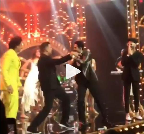 watch ranveer singh dance with akshay kumar