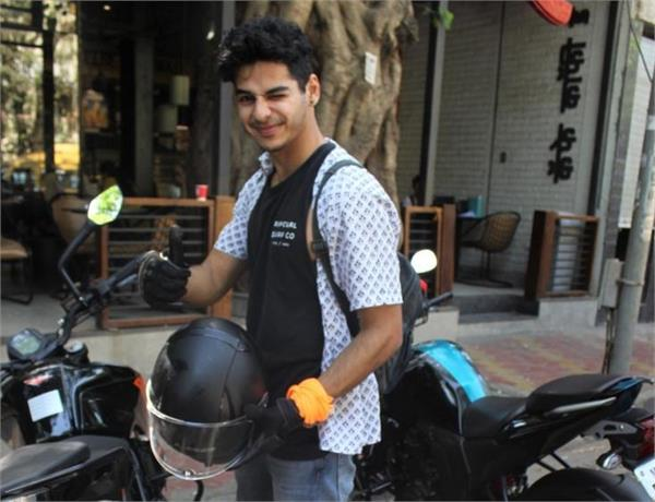 ishaan khatter traffic police for parking bike in no parking zone