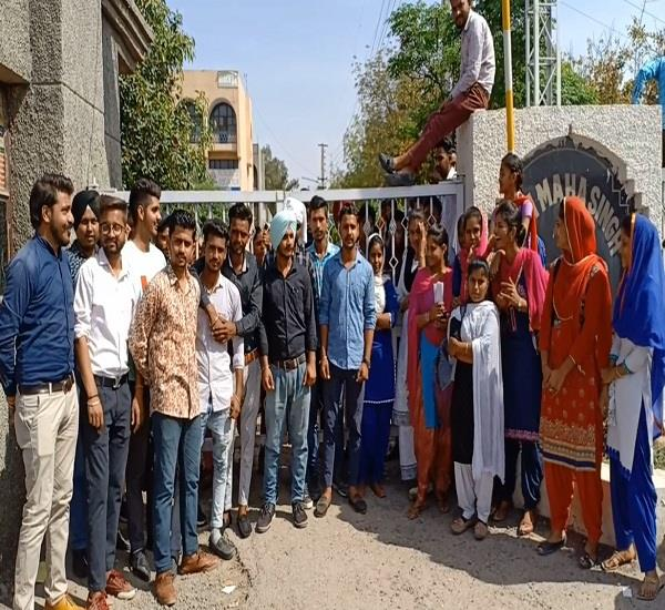 college student dharna demonstration