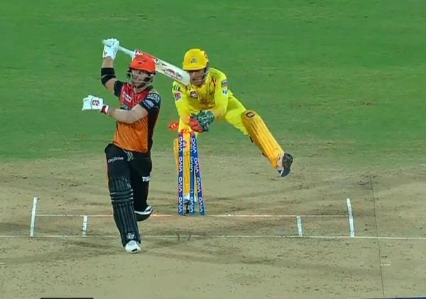 dhoni stumped out warner in 0 20 second in ipl