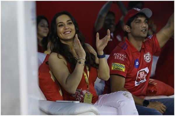kxip co owner preity zinta seen with sushant singh rajput in ipl 2019
