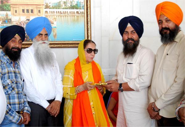 sunny deol mother prakash kaur visited sri harmandir sahib