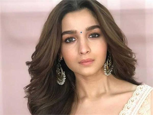 alia bhatt reacted to deepika padukone  s photos with ranbir kapoor  s parents
