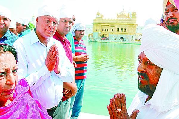 amritsar  mohd sadiq  sri harmandir sahib