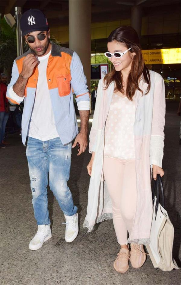 alia bhatt  with ranbir kapoor at mumbai airport