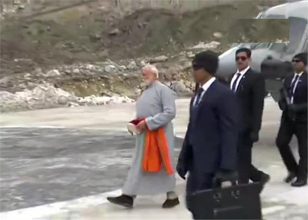 narendra modi lands in kedarnath