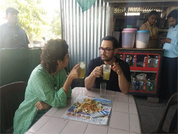 aamir khan  kiran rao take a bhel puri and sugarcane juice