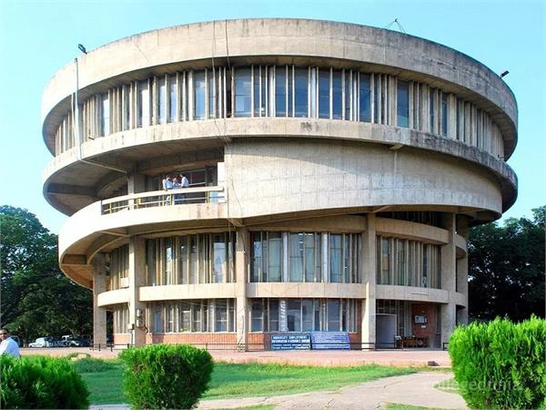 ban an valgar song and singer in the punjab university