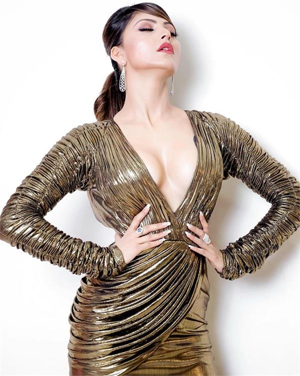 urvashi rautela looks smouldering in this metallic outfit at fashion event