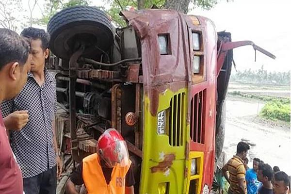 six killed bus accident bangladesh