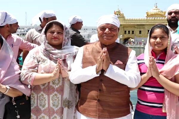 amritsar santokh chaudhary sri harmandir sahib neetu shatran wala
