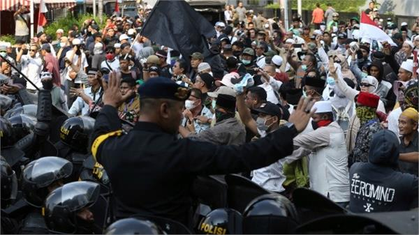 6 die in indonesia riots  widodo says he won  t allow unrest