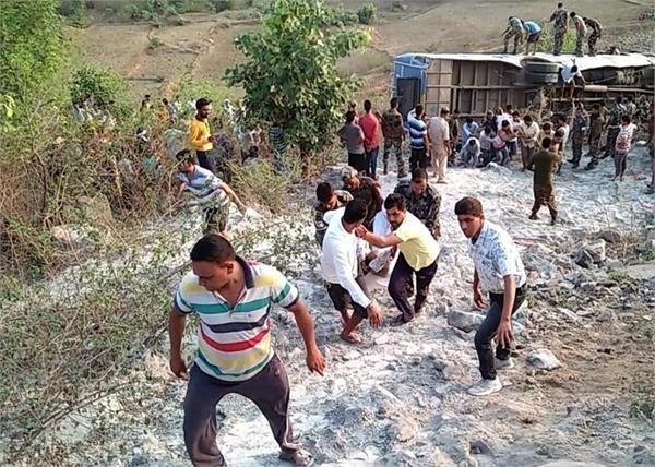 jharkhand bus injured death ditch