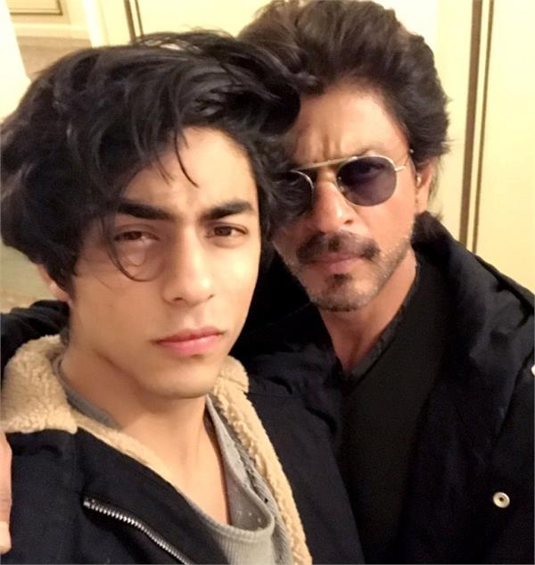 shah rukh khan and son aryan to dub for hindi version of lion king