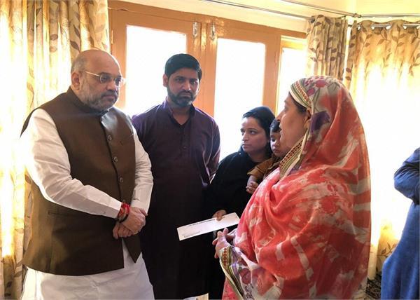 amit shah meets family of sho anantnag arshad khan