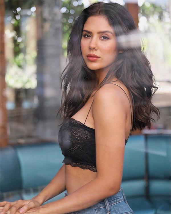 sonam bajwa hot look viral