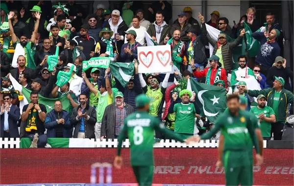fans apologises to sarfaraz after backlash