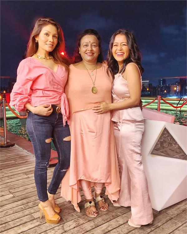 neha kakkar share family photos