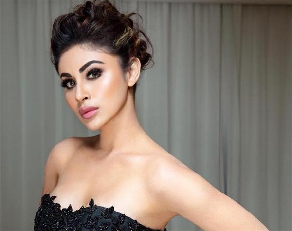mouni roy gets mercilessly trolled again netizens call her plastic
