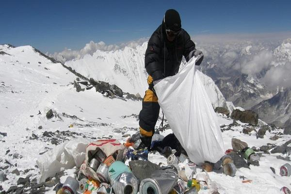 mount everest four bodies 11 tons rubbish
