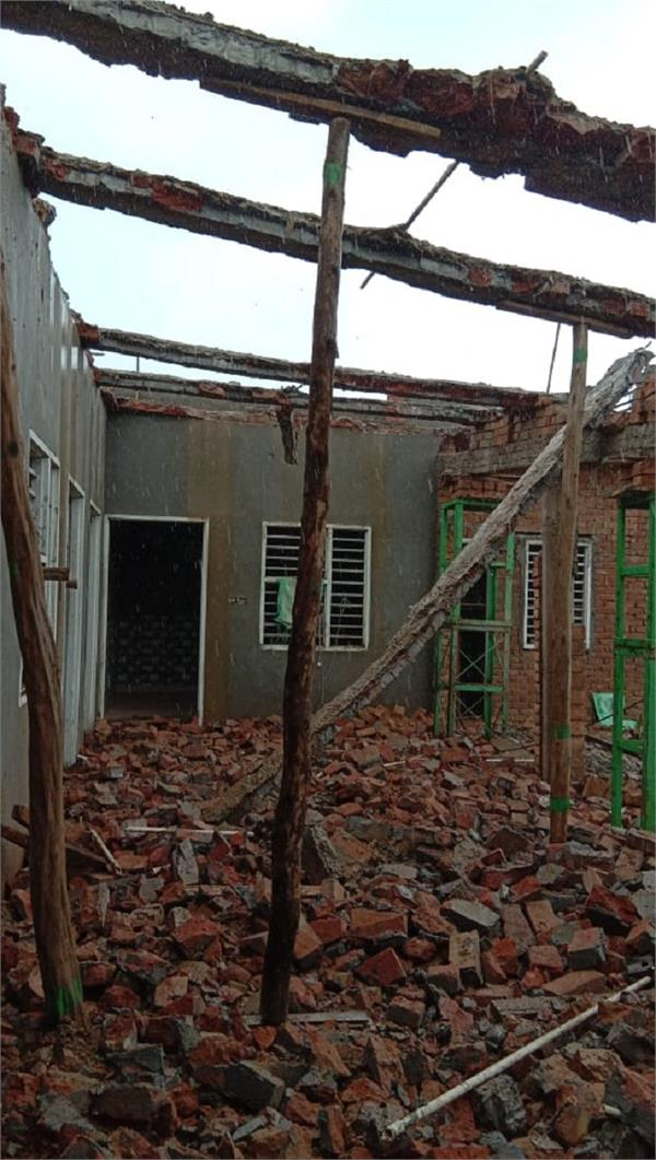 poor family  s roof fell down due to heavy rain