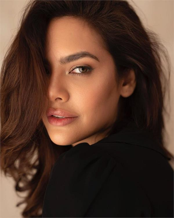 esha gupta accuses delhi restaurateur of inappropriate behaviour