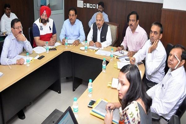 navjot sidhu stays away from meeting