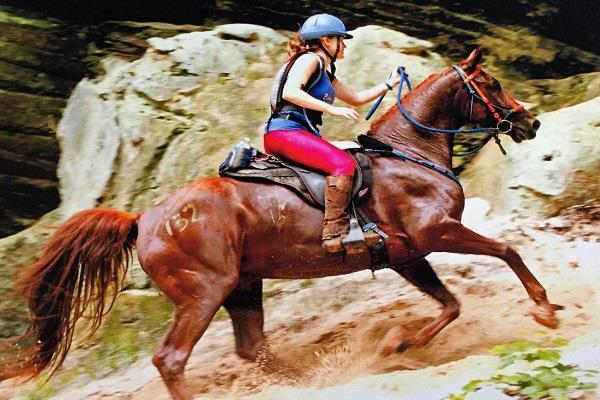 uk horse race women