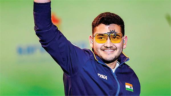 indain shooter anish bhanwala wins the gold in issf shooting junior world cup