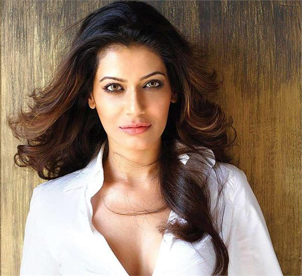 payal rohatgi upset question narendra modi