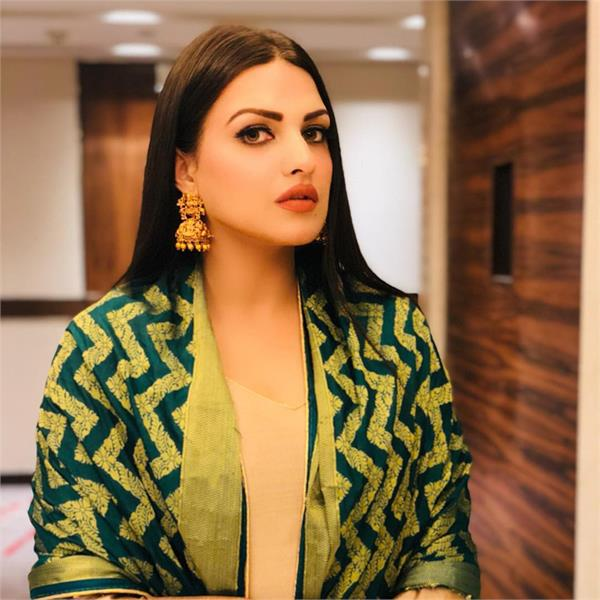 himanshi khurana first statement after attack