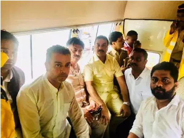 dk shivkumar detained mumbai police