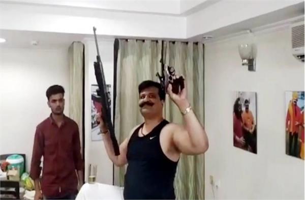 bjp  leader  pranav singh champion viral video