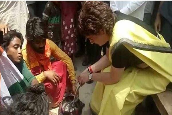 priyanka gandhi vadra gets clean chit playing with snakes