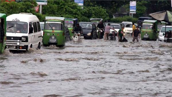 100 dead in floods in bangladesh