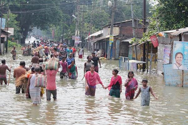 floods in india  bangladesh  nepal and miami  600 killed  2 5 million affected