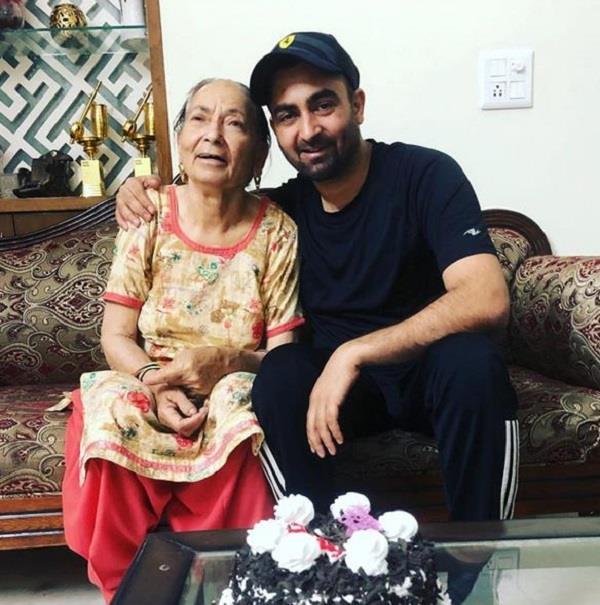 punjabi singer shrey maan mother death