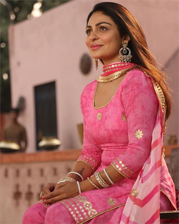 neeru bajwa birthday special