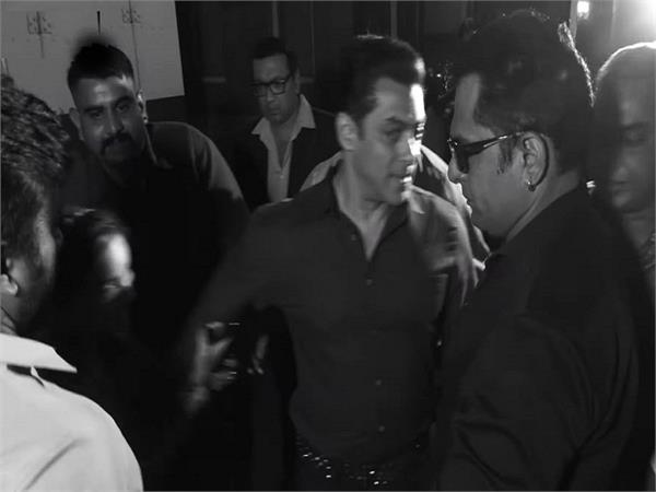 salman khan angry on a female fan pulling his short for selfie